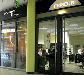 Markentauftritt für den Friseursalon pro kopf Style im Tierparkcenter - Schaufenstergestaltung